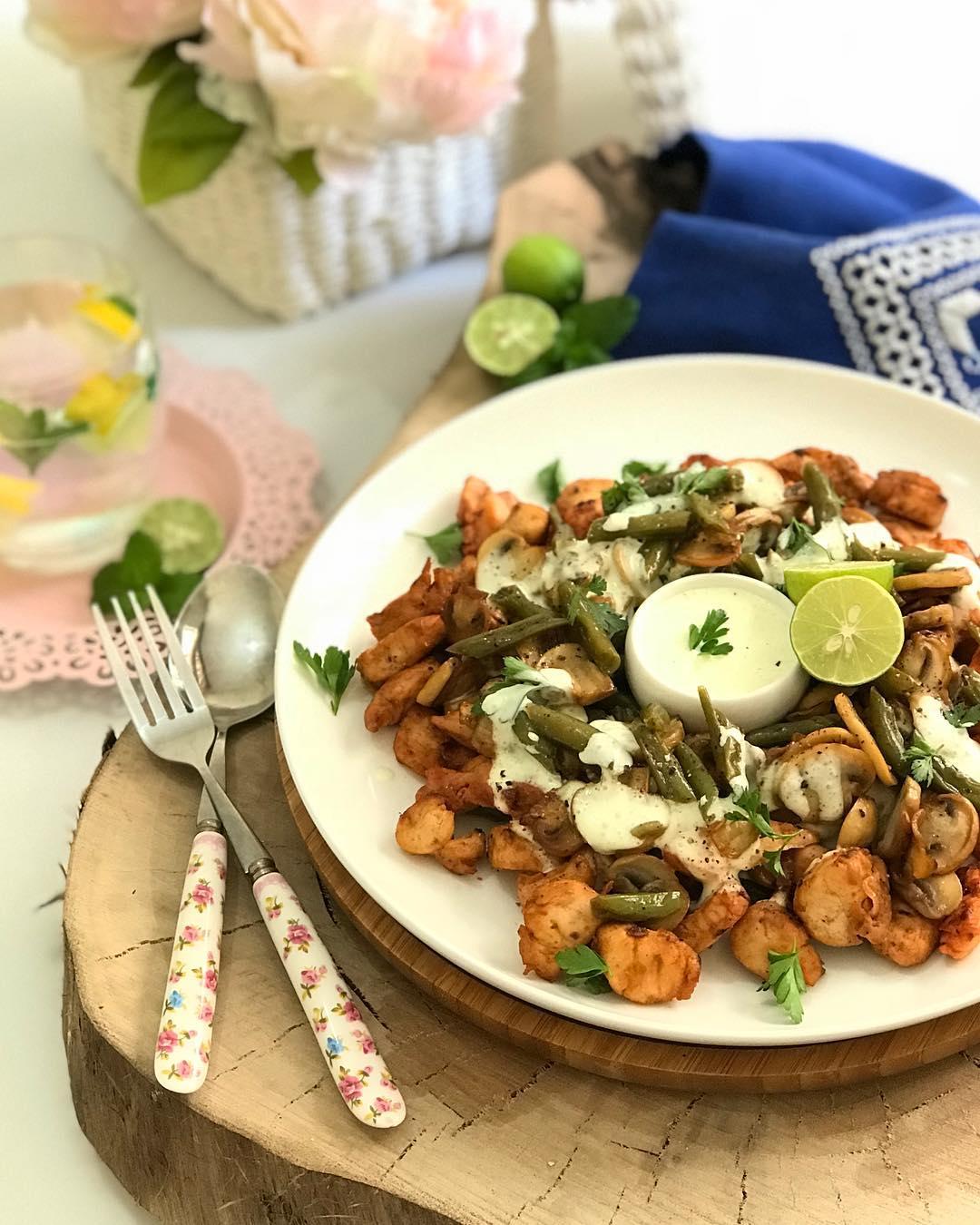 طرز تهیه خوراک مرغ و لوبیا سبز پنیری