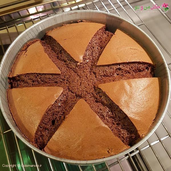 گنبدی شدن و ترک خوردن کیک