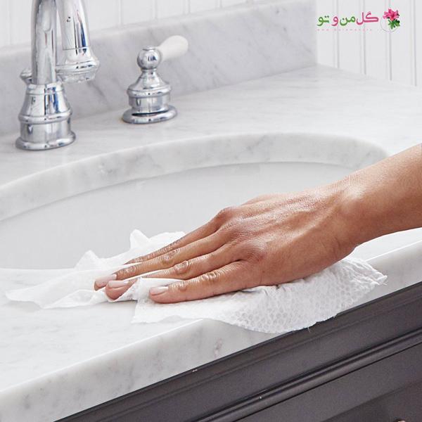 11 عادت تمیز کردن که باید تغییر دهید - استفاده از یک دستمال برای ضدعفونی