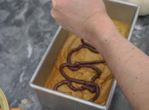 اضافه کردن شکلات با قیف
