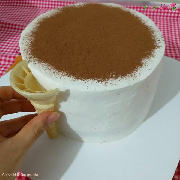 چسباندن نان بستنی به دور کیک