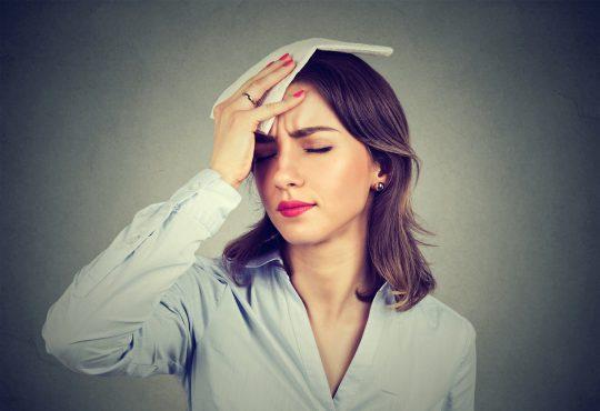 چرا ممکن است زوتر از موعد یائسه شوید؟