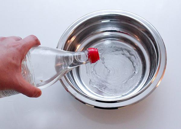 تمیز کردن قابلمه و تابه آلومینیومی - ترکیب آب و سرکه