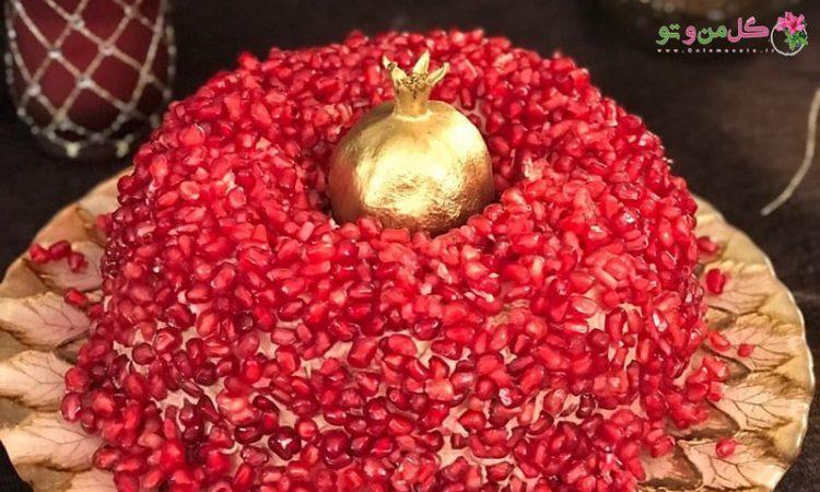 کیک شیفون وانیلی با روکش خامه و دونه انار