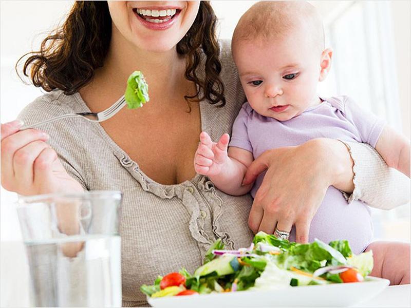 کدوم غذاها و نوشیدنیها در دوران شیردهی مشکلساز هستند؟