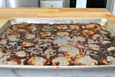 1 8 آموزش نحوه تمیز کردن غذاهای سوخته شده از ظروف