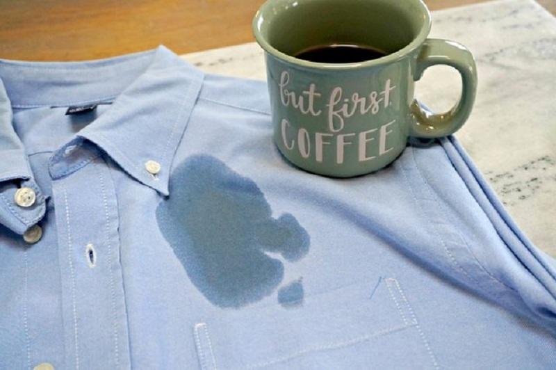 5 2 چگونه لکه قهوه را از لباس پاک کنیم؟