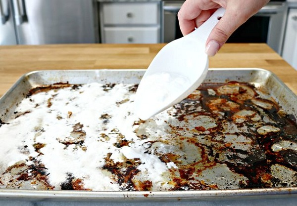 آموزش نحوه تمیز کردن غذاهای سوخته شده از ظروف