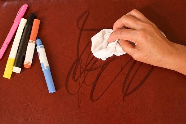 13 4 پاک کردن لکه ماژیک دائمی از روی درب و دیوار
