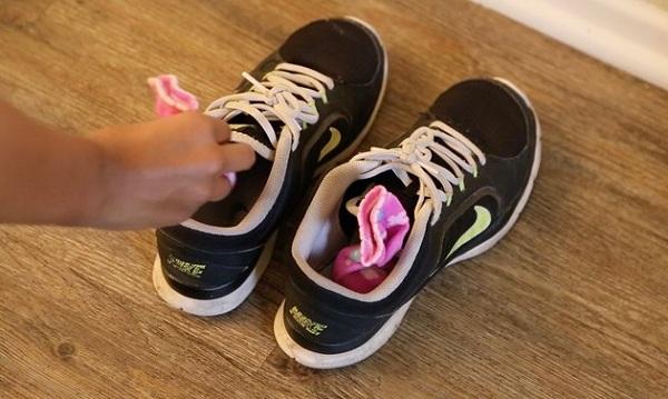 20 2 از بین بردن بوی بد کفش به طور طبیعی