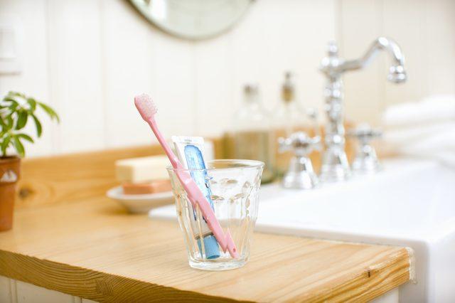 8 4 چند روش شگفت انگیز برای استفاده از خمیر دندان