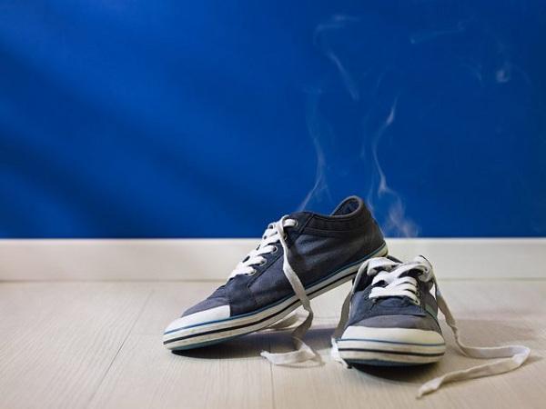 تمیز و تازه کردن کفش های بد بو