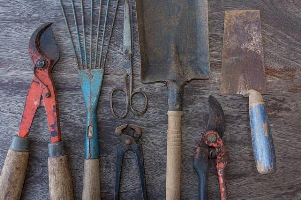 تمیز کردن ابزارآلات زنگ زده