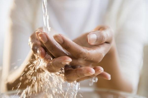 دست های چرب را تمیز کنید