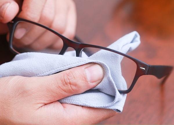 با استفاده از صابون از تشکیل بخار روی لنزهای عینک جلوگیری کنید.