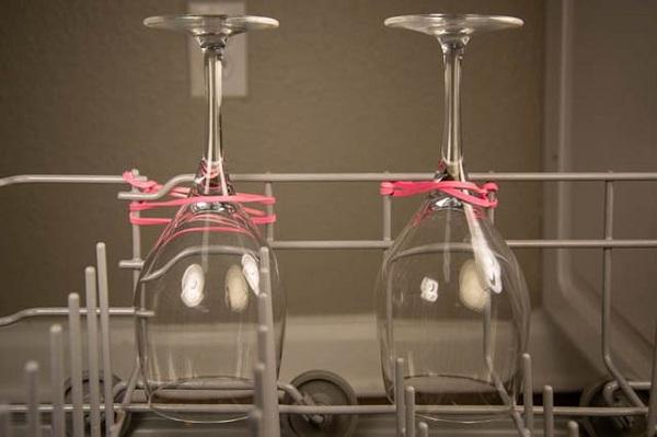 جام هایتان را در ماشین ظرفشویی محکم نگه دارید.