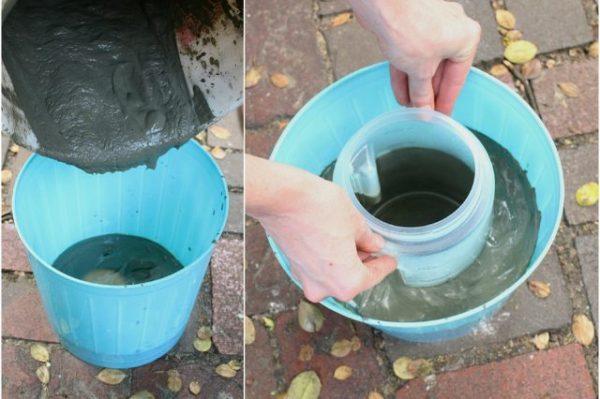 ریختن سیمان در ظرف