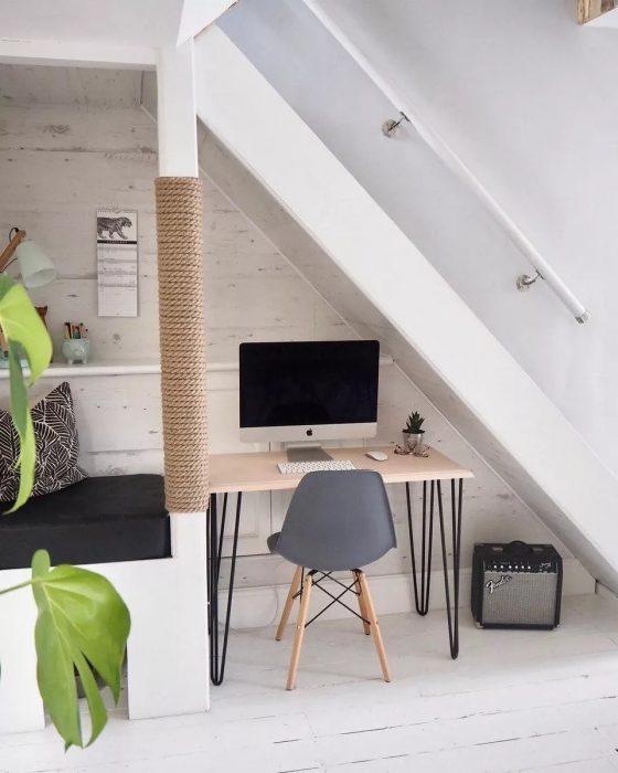 استفاده از فضای زیر پله برای محل کار