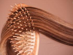 روش صحیح شانه زدن موی سر