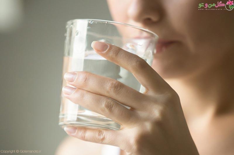 مضرات نوشیدن آب ناشتا