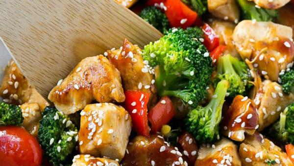 غذای رژیمی با مرغ - خوراک مرغ و سبزیجات